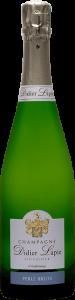 Bouteille de Champagne, étiquette blanche, texte : Champagne Didier Lapie, Viticulteur à Vaudemange. Étiquette bleue, texte : Perle brute