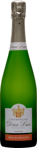 Bouteille de Champagne, étiquette blanche, texte : Champagne Didier Lapie, Viticulteur à Vaudemange. Étiquette rouge, texte : Perle de douceur