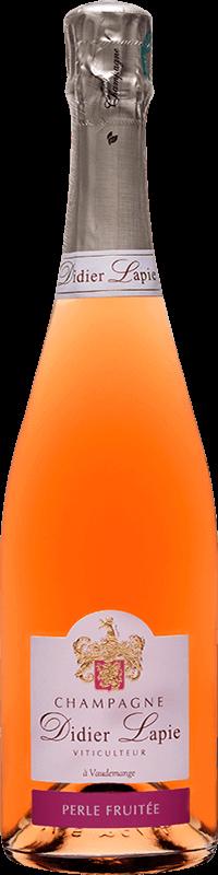Bouteille de Champagne de couleur rosé, étiquette blanche, texte : Champagne Didier Lapie, Viticulteur à Vaudemange. Étiquette bordeaux, texte : Perle fruitée